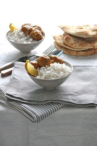 Polpettine di tacchino al curry con riso pilaf profumato al limone