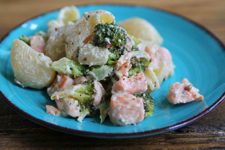 Krämig laxpasta med broccoli