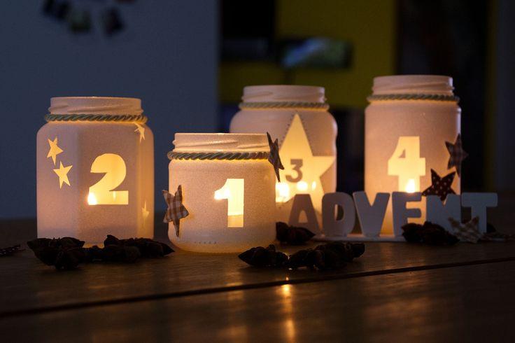 DIY Adventskranz 2013 - im Dunkeln erstrahlen die Aussparungen besonders schön