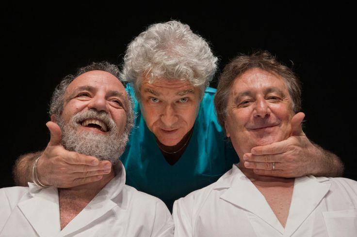 Giobbe Covatta, Gioele Dix (regista) e Enzo Iacchetti in MATTI DA SLEGARE; foto di Angelo Redaelli