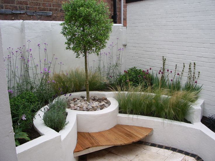 private modern courtyard by Lucy Bravington
