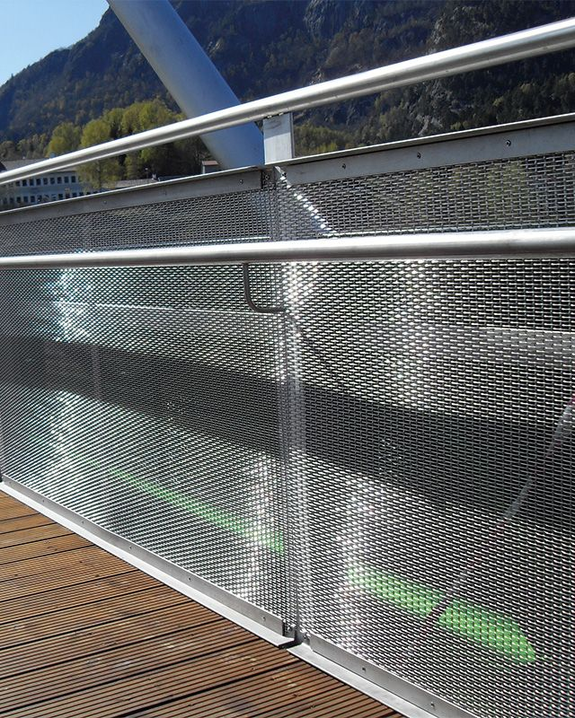 Balustrades and railings with HAVER Architectural Mesh. HAVER Architectural stainless steel mesh offers a secure solution for your balustrades and guardrails.