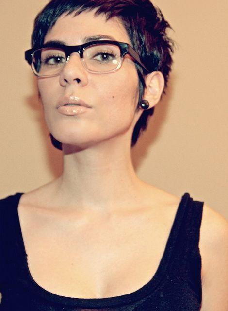 Opgelet dames met een bril! Charmante korte kapsels voor brildraagsters!