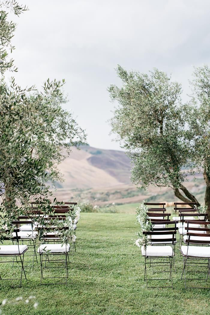 Simple and elegant outdoor ceremony design in Italy.