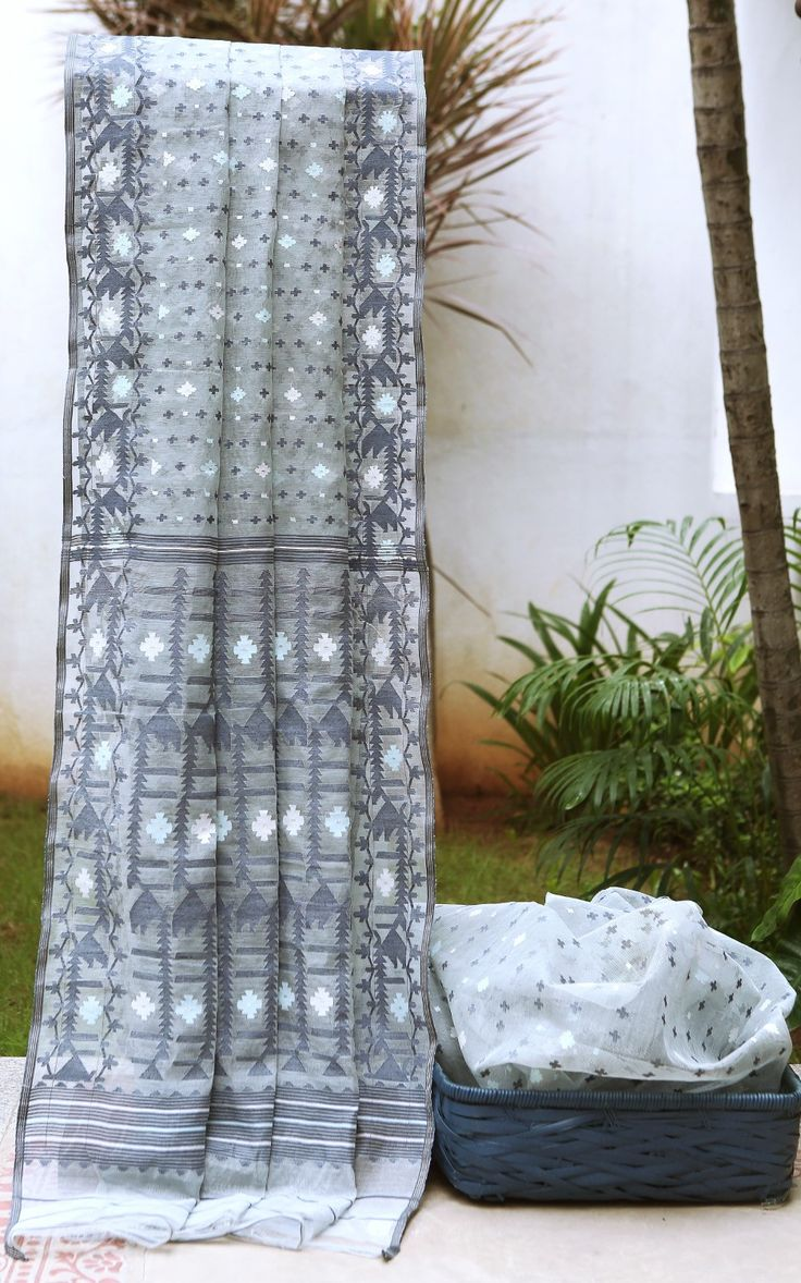 Handwoven Dacai Cotton Jamdani Saree - Parisera