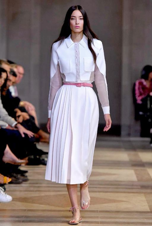 NYFW SS16: Carolina Herrera #ladyofthemanor #white #nyfw #fashion #flats #pleats #blouse