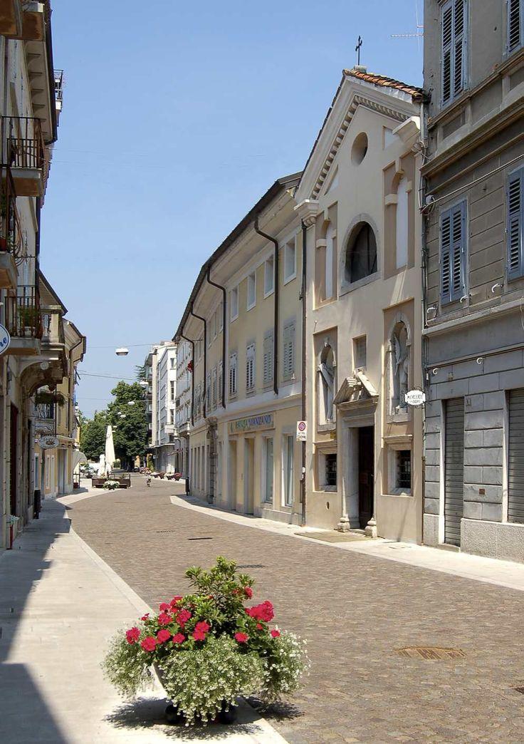 Via Garibaldi. Chiesa dell'Immacolata Concezione.
