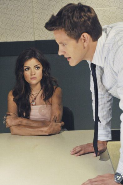 Bryce Johnson (Darren Wilden) & Lucy Hale (Aria Montgomery) - Pretty Little Liars