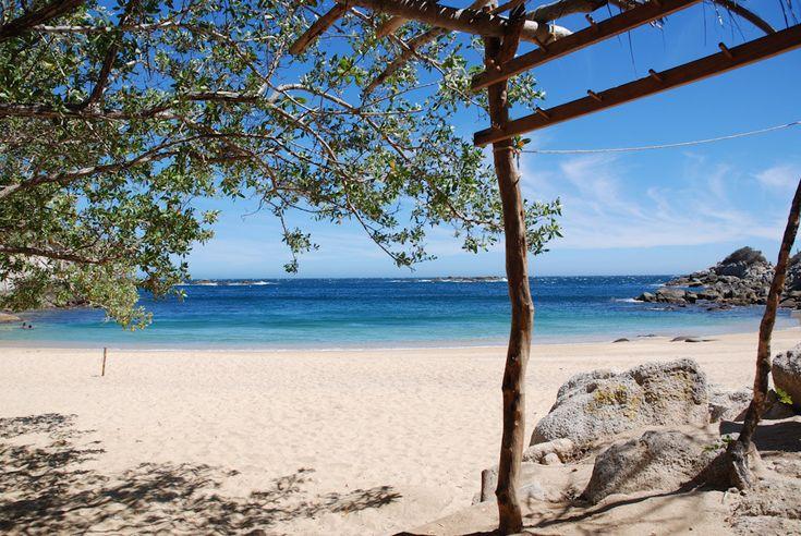 <b>Quiero estar contigo en una playa azul.</b>