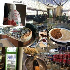 プライオリティカードが使える世界の空港ラウンジシリーズ こちらは上海空港のVIPラウンジ ワインはカルロロッシだったのでなんとなくシャンパン頂きました 思ってたより食べるものあった   #上海 #空港 #ラウンジ #No37 #Prioritypass #世界を股にかける #タイ政府認定 #タイ古式 #マッサージ #マタニティ #セラピスト #ティーチャー #インストラクター #講師  #資格取得 #キョーコ #参上 #プレジデントバンク tags[海外]