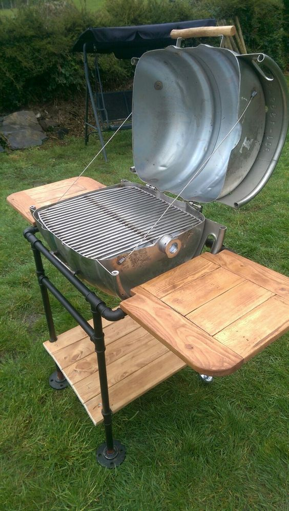 Beer keg BBQ made from beer keg,  3/4 pipe and pallet wood: