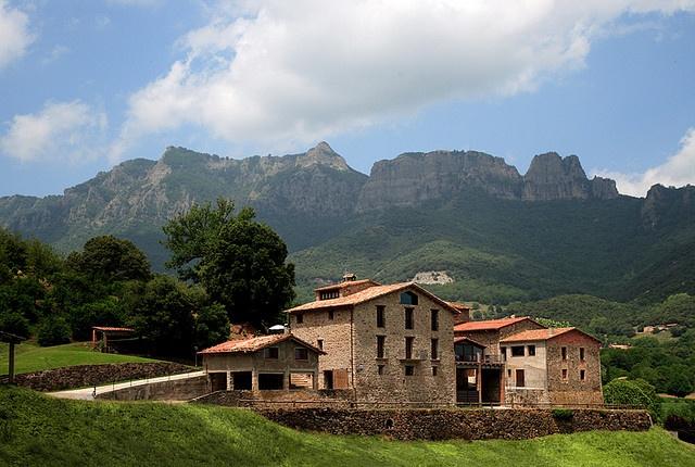 Mas les comelles, Joanetes, Girona, Cataluña.   http://www.toprural.com/Casa-rural-habitaciones/Mas-Les-Comelles_30579_f.htm