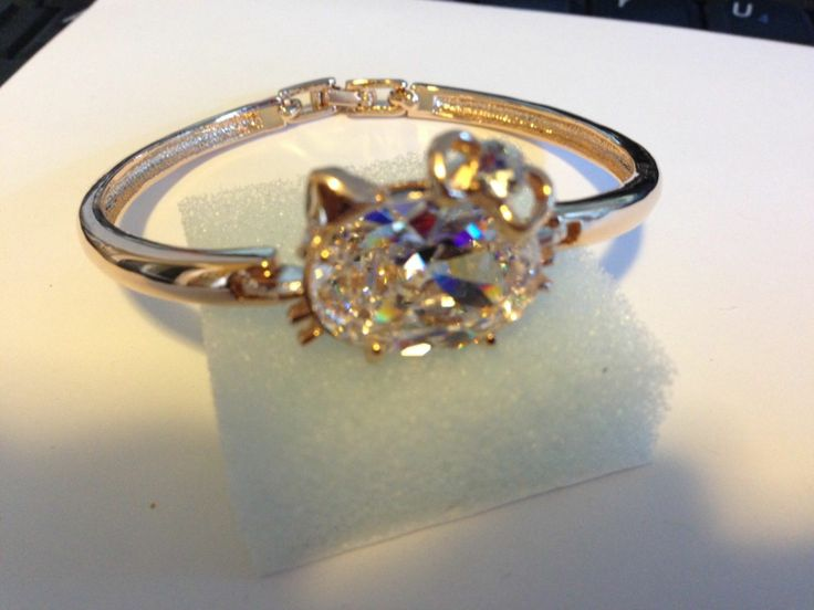 Hello Kitty Rose Gold Plated with large Austrian Crystal!! STUNNING