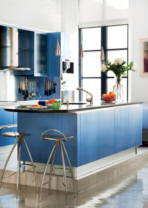 10 int rieurs avec des d cors aux couleurs vives cuisine bleue l 39 italienne d cormag. Black Bedroom Furniture Sets. Home Design Ideas