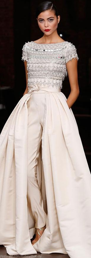 Naeem Khan Resort 2014 If hourglass wears a full skirt she needs a tight top & belt like this versus baggy top as big over big creates a full rounder look versus flattering the beautiful hourglass shape... A straight no belt at all look is fine .. When wanting ease but otherwise rock those curves!!!!