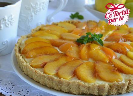 Ecco una #TortaAllaFrutta golosa, fresca e facile da preparare: #Torta alle pesche con crema golosa.  Clicca e scopri la #ricetta...