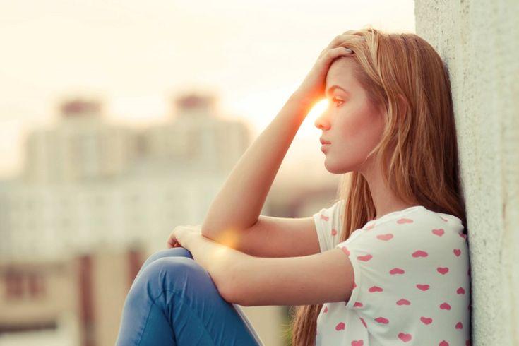 La paura di rimanere single e non riuscire a trovare un partner esiste ed è anche molto diffusa. Come superarla?