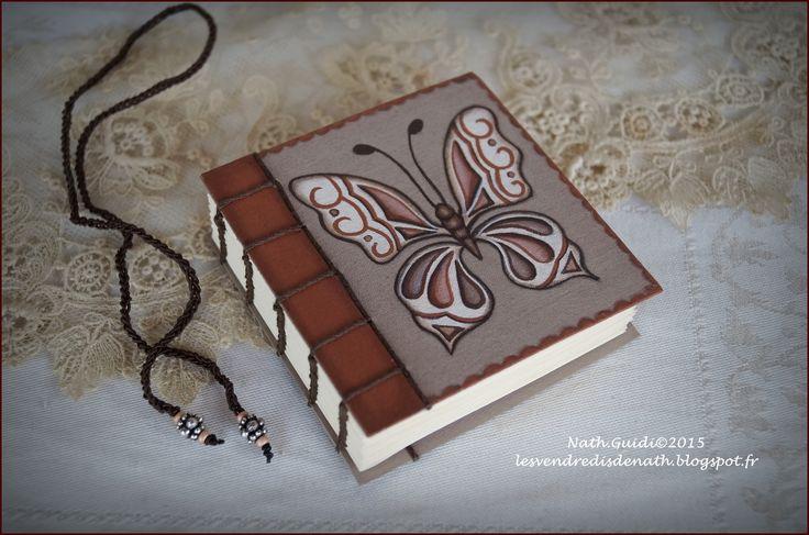 """Carnet relié main, couverture toilée peinte """"Papillon nuances orangées"""" : Carnets, agendas par les-vendredis-de-nath"""