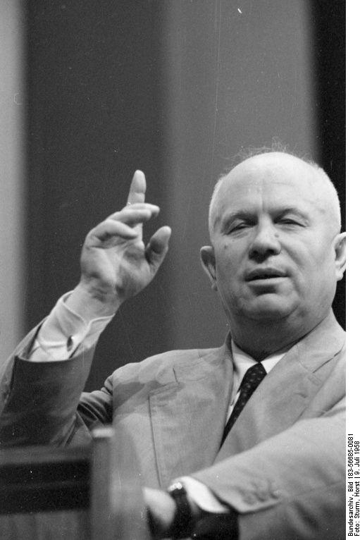 Der sowjetische Parteichef Nikita Chruschtschow während eines Besuches in der DDR, 9. Juli 1958. (© Bundesarchiv, Bild 183-56685-0081, Foto: Horst Sturm)