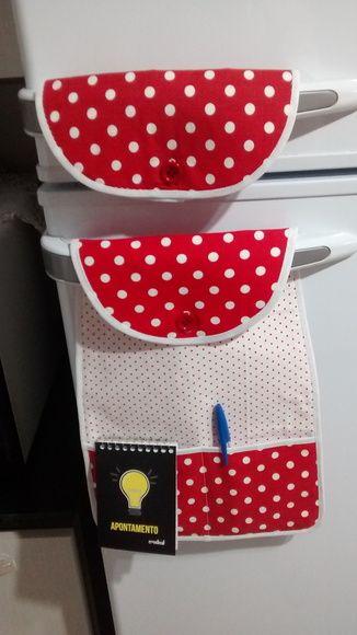 Pegador de geladeira, tecido 100% algodão,acompanha uma caderneta e uma caneta... Estampas podem variar.
