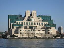 Natuurlijk mag dit gebouw uit Skyfall niet ontbreken :-) MI5 - the house of secrets, London.