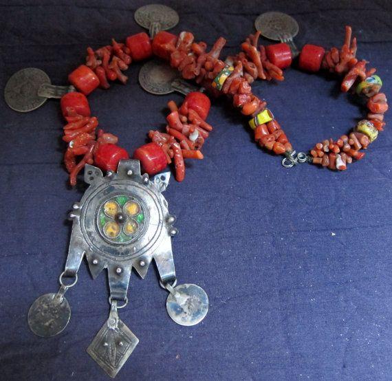 Antieke Berber Coral Necklace met glazuur Pure door TuaregJewelry