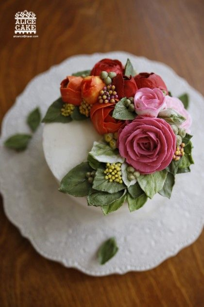 Cake Decorating Cream Flowers : Best 25+ Buttercream Flower Cake ideas on Pinterest