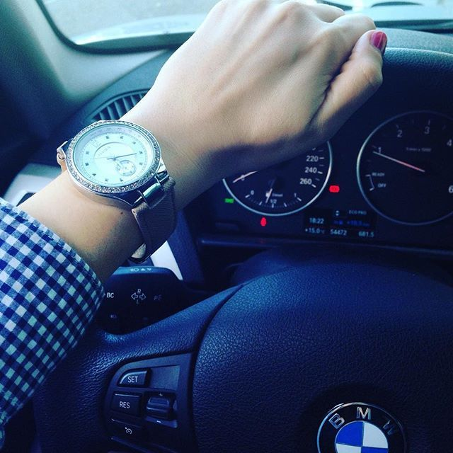 Back home!! Free time!! ⏱ #nails #watch #time #style #fashion #car #bmw #parfois #zara #iloveit