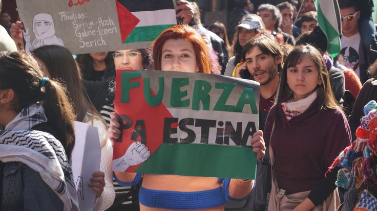 El apoyo de los santiaguinos a los palestinos .