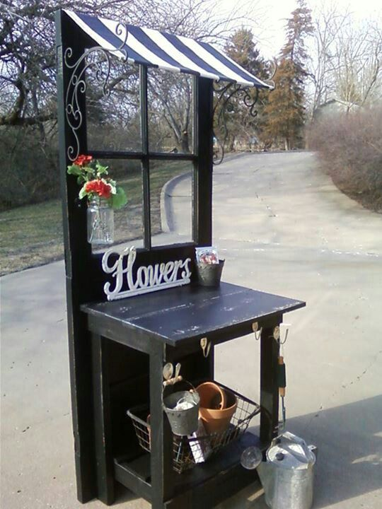 Small potting bench, somehow mobile for displays.