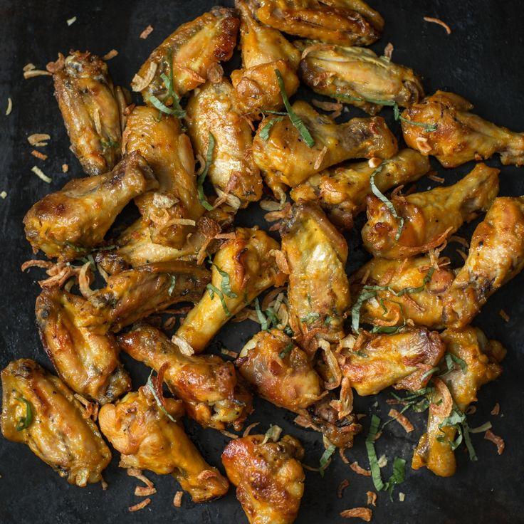 Je ne sais pas pourquoi, mais on va toujours manger des ailes de poulet et des côtes levées dans nos restaurants préférés, et on n'en fait jamais à la maison. Je n'ai pas tendance à en cuisiner, alors que c'est pourtant si simple. Il faut dire que l'inspiration ne me vient pas très facilement quand il est question de viande. Je ne suis pas la reine carnivore.