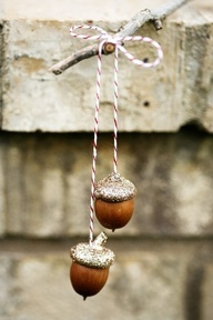 Glittery acorns. Perfect accessories for your wrapped presents