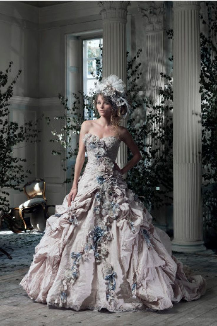 10 rochii de mireasa fabuloase cu flori