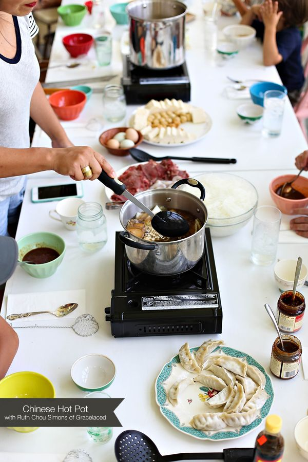 Step-by-step Hot Pot meal with tons of pictures (including pics of the ingredients) to buy!! Perfect!!!