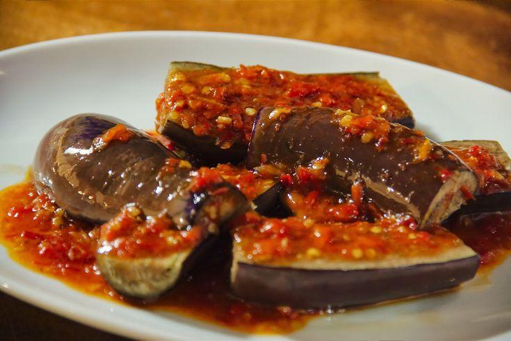 Terong Balado (Spicy Eggplant) http://www.duniainter.net/resep-membuat-balado-terong/