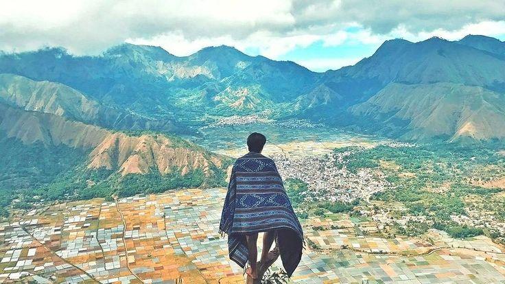 Sawah itu tidak selalu berupa hamparan hijau loh. Tak percaya? Coba saja ke Bukit Pergasingan, Desa Sembalun, Lombok Timur, Nusa Tenggara Barat.  Location : Bukit Pergasingan, Sembalun Photo by : @jhonrchistopher . . www.tukangjalan.com . . #explorelombok #lombokexperience #exploreindonesia #indonesia #travelling #folkindonesia #indotravellers #pendakiindonesia #ayodolan  #vscocam #mampirlombok #wonderfullindonesia #wonderfulllombok #jelajahlombok #indonesiajuara #tukangjalan #tukang_jalan