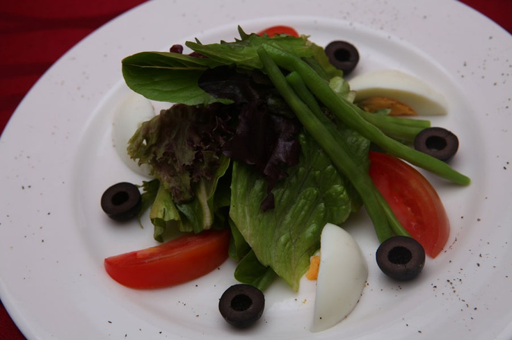 Insalata verde Illuminare.Aus Masclun Mix Salad, Hard Boil Egg, Fresh Tomato, Fresh Baby Bean, Petit Black Olive, Parmesan Cheese, Balsamic Vinegar Dressing