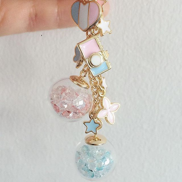 https://www.etsy.com/no-en/listing/476046521/crystal-globe-planner-charm-withlittle?ref=shop_home_active_19