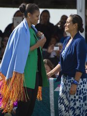 #FirstLady Of The United States 🇺🇸 #MichelleObama receives a #gift from Nicole Archambault, wife of Chairman of the Standing #RockSioux #TribalNation David Archambault II, during the Cannon Ball Flag Day Celebration in Cannon Ball, North Dakota, June 13, 2014.