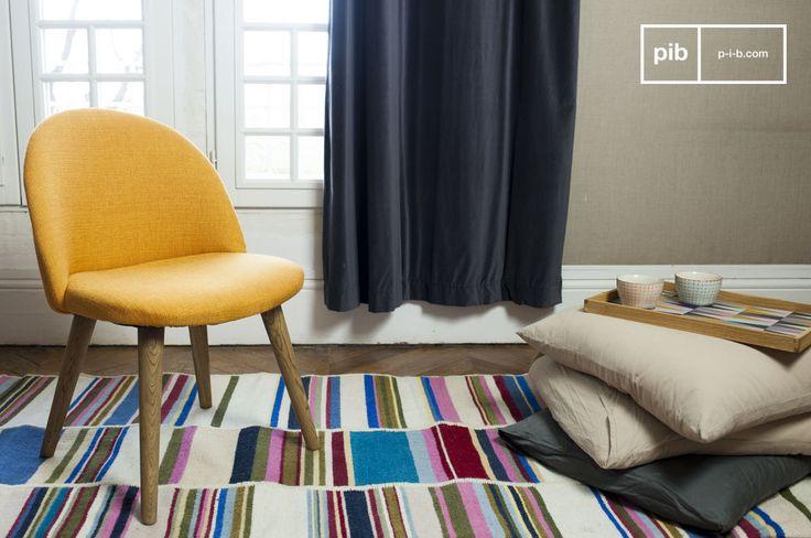La sedia Lear possiede un risoluto carattere vintage. La stoffa della sedia ha un aspetto retrò e richiama i tipici mobili degli anni 50 e 60.