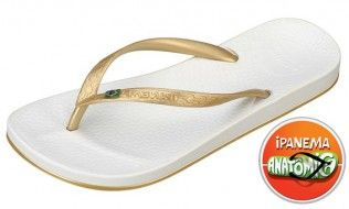 Ipanema Beach White Flip Flop The range of colours is cool and perfect for summer and the thin strap has a small sparkly Brazilian flag on it. Youll want every colour of this versatile classic to match every outfit. A classic http://www.comparestoreprices.co.uk/womens-shoes/ipanema-beach-white-flip-flop.asp