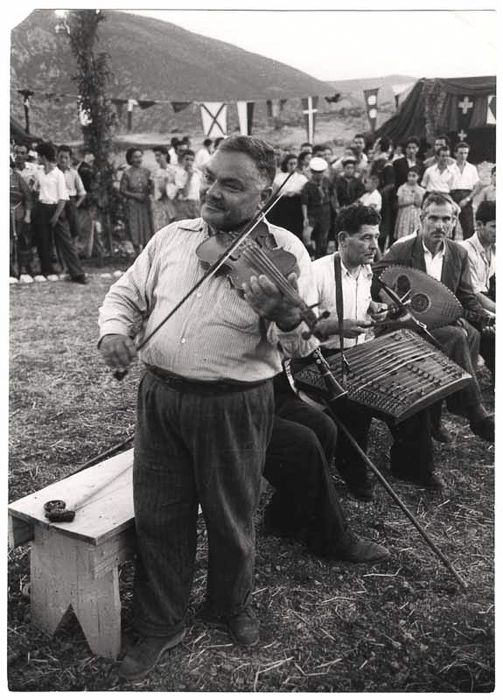 [Man playing violin and other folk musicians, Delphi, Greece-David Seymour,1951