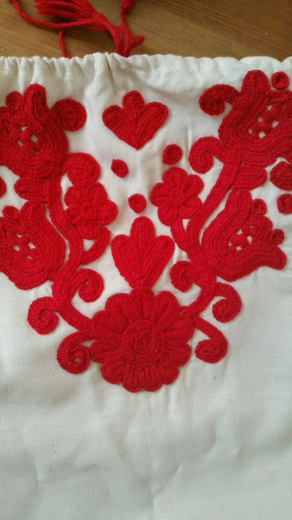 Size adjustable should fit a size 9-12. Linen cotton material