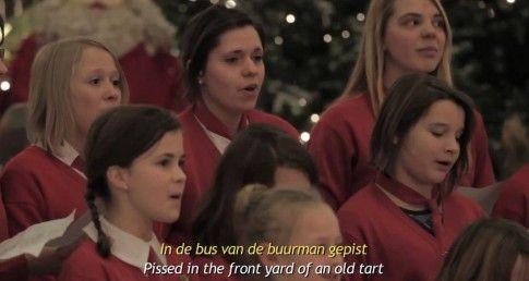 UN CORO NATALIZIO DI CATTIVI RAGAZZI PER UNA CAMPAGNA MARKETING GENIALE  http://www.massimobertucci.com/un-coro-natalizio-di-cattivi-ragazzi-per-una-campagna-marekting-geniale/