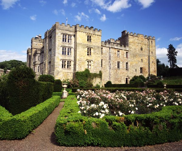 25 b sta haunted castles id erna p pinterest vergivna for Stay in a haunted castle in scotland