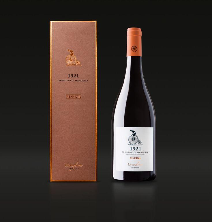 Ideazione e realizzazione del packaging e dell'etichetta per il vino Riserva della cantina Varvaglione Vigne e Vini.