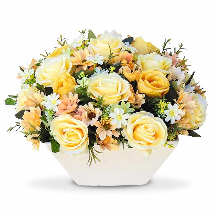 Arranjo de flores artificiais flores rosas e margaridas no vaso Cachepot branco, perfeito para decoração do seu espaço.  Arranjo com flores em seda com corte a laser .  O arranjo de flores é um objeto de decoração que deixa qualquer ambiente com muita beleza.  Por se tratar de um arranjo que tem ...