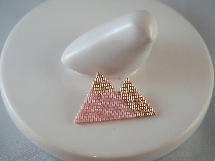 Broche Montagnes scandinaves en perles Miyuki ★ saumon doré : Broche par lili-azalee-bijoux