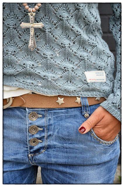 Odd Molly Sweater - nice detail around the jean pocket - *favorite - Odd Molly Sweater - Dorothea: Kult antrepk! - Vi får stadig inn nyheter, her har vi satt sammen et antrekk med genser fra Odd Molly (1499,-) bluse fra Ti-Mo (1499,-) og shorts fra MissMiss (1199,-) Vi liker!