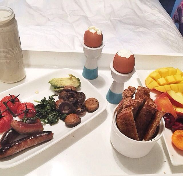 Breakfast in bed for a king ☺️